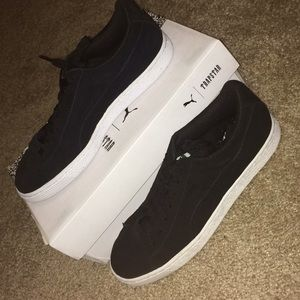 best cheap 0f468 bbfca Suede x Trapstar Pumas. Black and white.